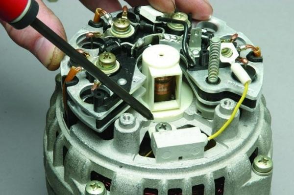 Нет зарядки аккумулятора ВАЗ 2110 инжектор: причины и способы их устранения