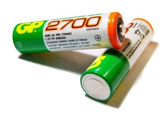 аккумулятор имеет емкостью 2700 мА-ч