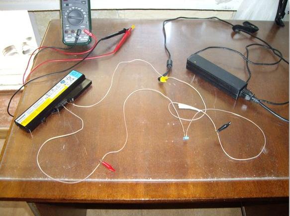Зарядка батарейки ноутбука, напрямую