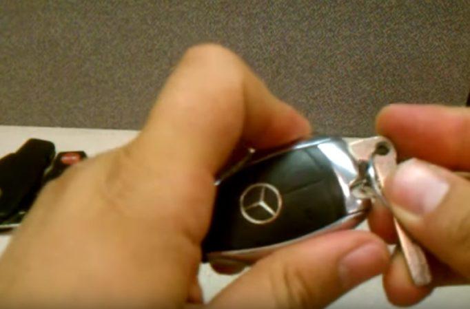 Замена батарейки в ключе мерседес — пошаговая инструкция