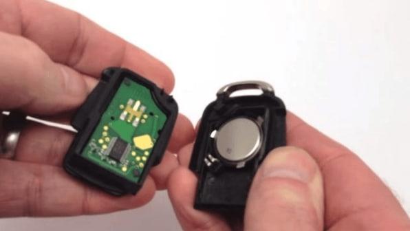 Как заменить батарейку в брелке Volkswagen
