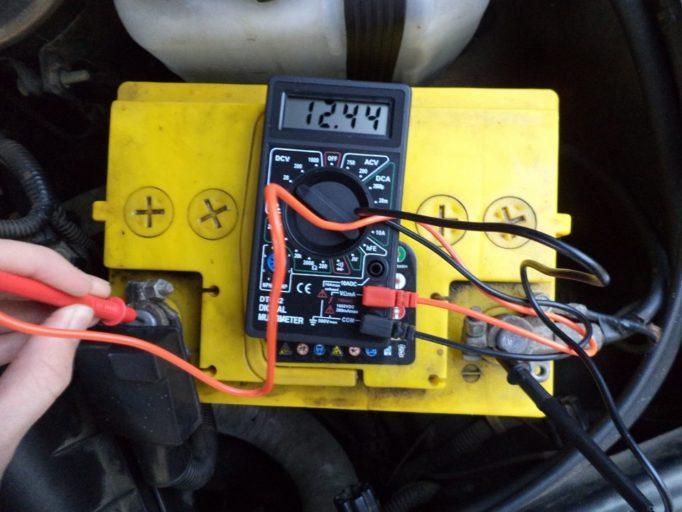 Полная инструкция по проверке аккумулятора автомобиля мультиметром