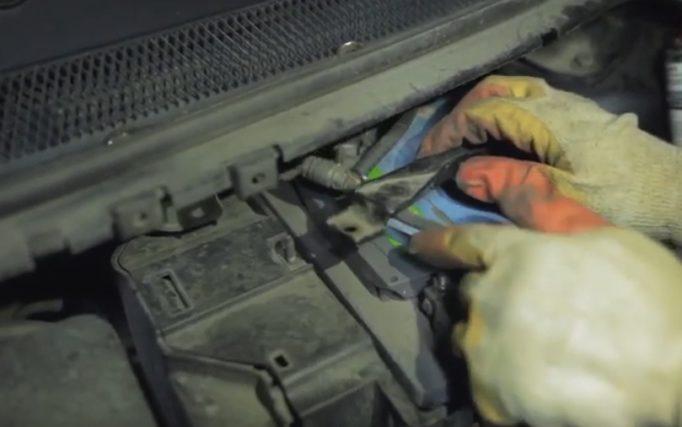 Убираем минусовой кабель