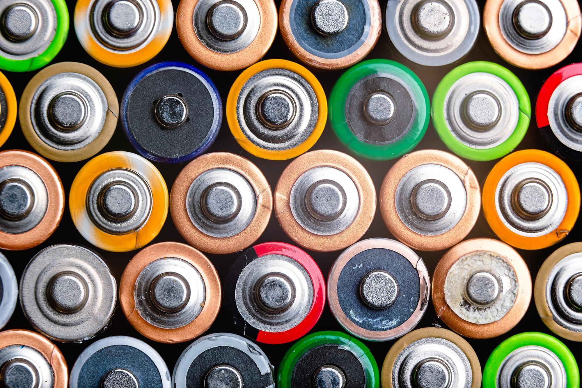 Чем отличаются солевые батарейки и алкалиновые (щелочные) и какие лучше