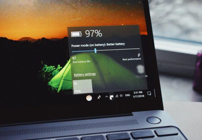 Нужно ли отключать ноутбук от сети если батарея заряжена