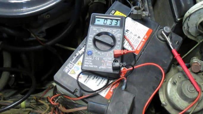 Почему аккумулятор на автомобиле быстро разряжается