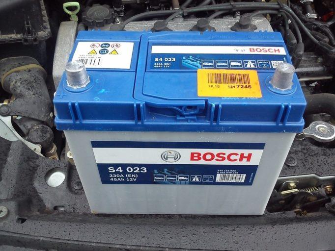 Сколько служит аккумулятор автомобиля в работе и как долго может храниться без эксплуатации