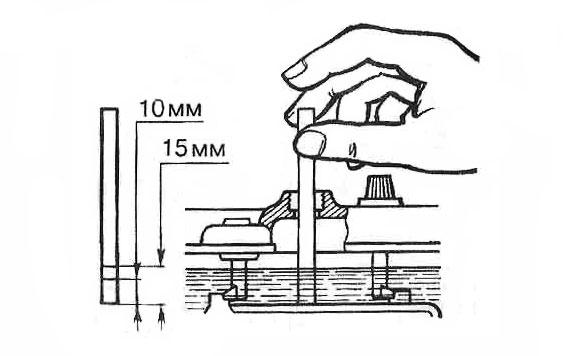 Как залить дистилированную воду или электролит в аккумулятор